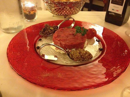 Ristorante Maffei: tartarre con burrata, senape in semi, e olive taggiasche