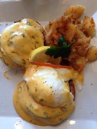 The Stage Restaurant & Cafe: Eggs Benik