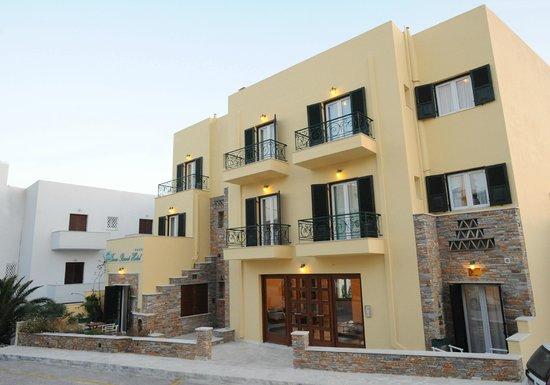 Tinos Resort : facade of the hotel