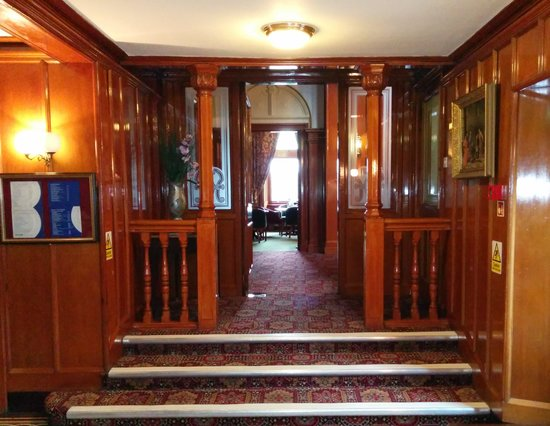 BEST WESTERN Cartland Bridge Hotel: Grand Entrance