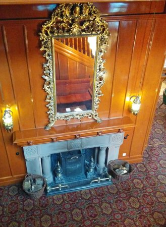 BEST WESTERN Cartland Bridge Hotel: Fireplace
