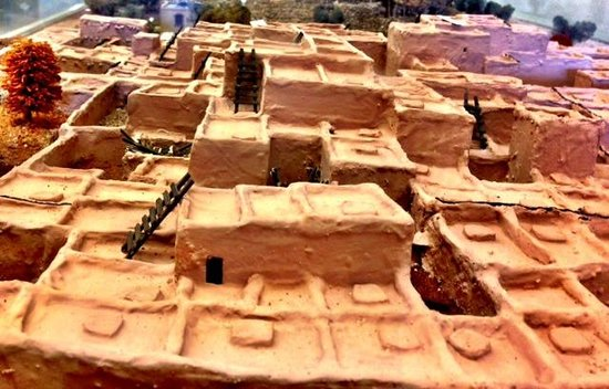 Model of the village of Besh Ba Gowah in its museum - photo by Terry Hunefeld