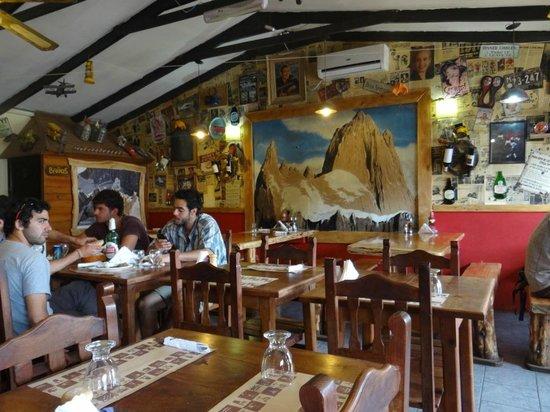 Restaurante Ahonikenk Chalten Fonda Patagonia: ambiente interno