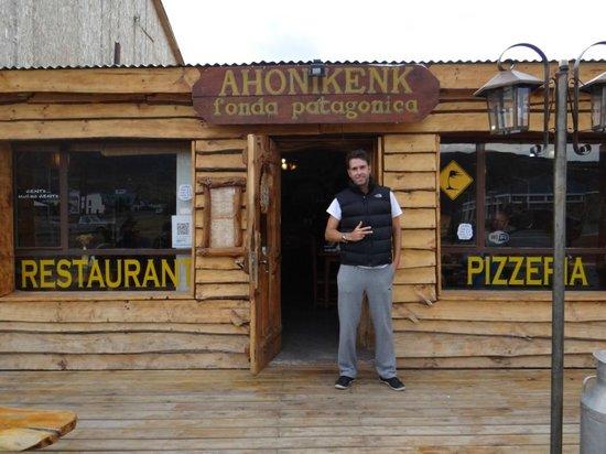 Restaurante Ahonikenk Chalten Fonda Patagonia: fachada do Fonda Ahonikenk. ótima pedida em El Chalten