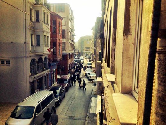 Portus House Istanbul: Street view from Balcony