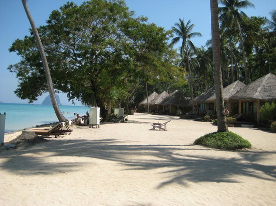 Thapwarin Resort : Beach front cottages at the resort