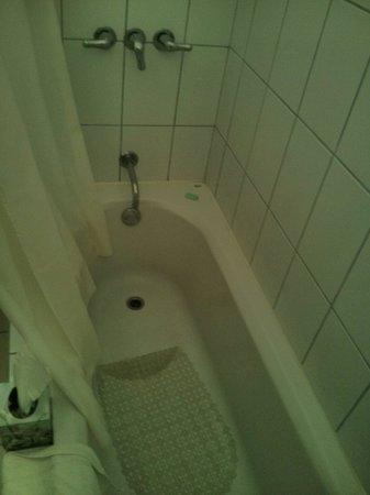 Las Espuelas Hotel: Bain et douche