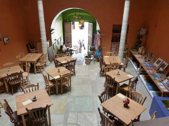 Centro Bharati : Main dining area