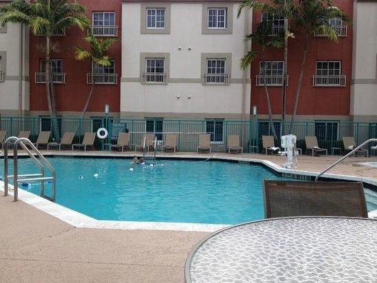 HYATT house Miami Airport : Pool areas