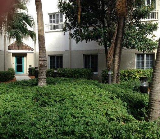 HYATT house Miami Airport : Courtyard