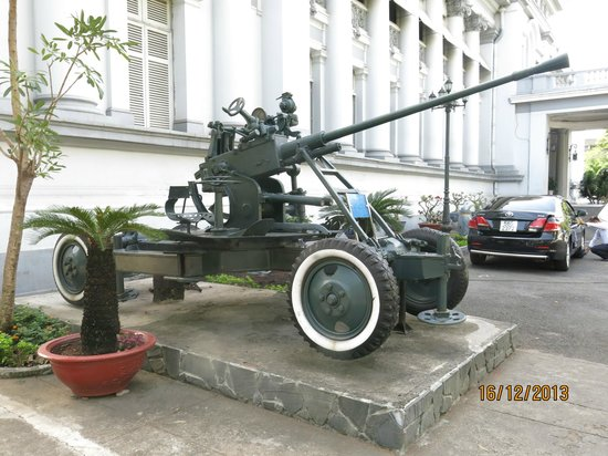 Ho Chi Minh City Museum: Outside the museum building