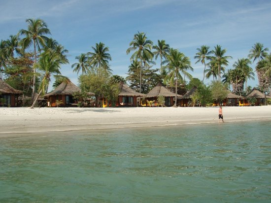 Koh Mook Sivalai Beach Resort : View of villas in the front row