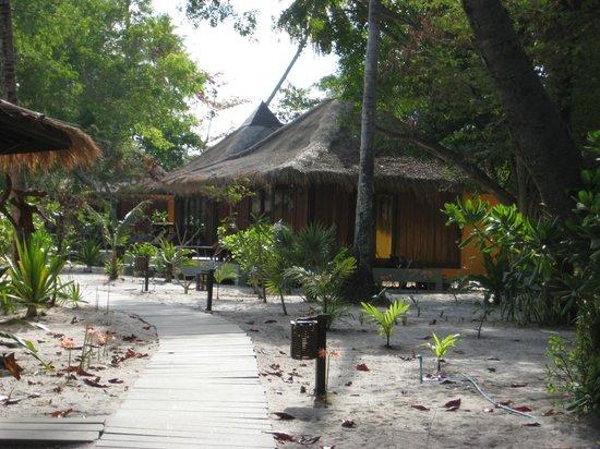 Koh Mook Sivalai Beach Resort : Villas in the second row