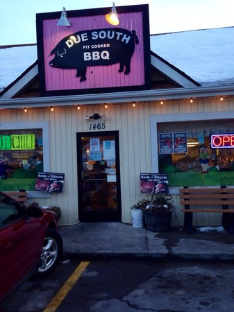 Due South Pit Cooked BBQ: Stop, don't drive by! Look for the pink pig.