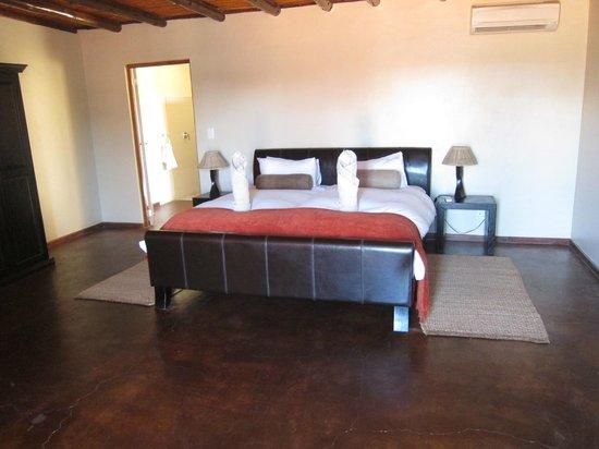 Zebra Kalahari Lodge: Une partie de la chambre