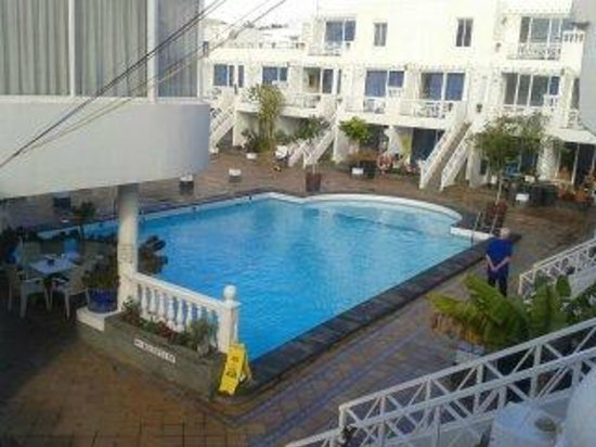 San Francisco Park Holiday Apartments: the pool from our room