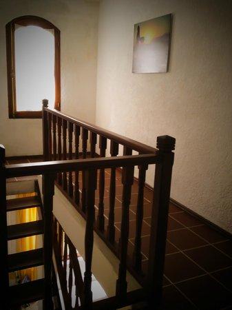 Hotel La Casona: Pasillos, áreas comunes