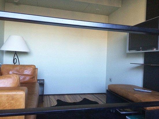 Hotel Granados 83: Vue du salon en duplex