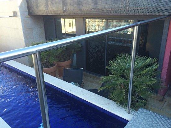 Hotel Granados 83: Vue de la terrasse avec bassin