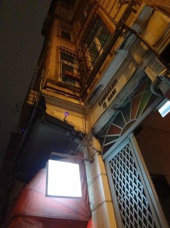 Leb-i Derya: palazzo ingresso locale