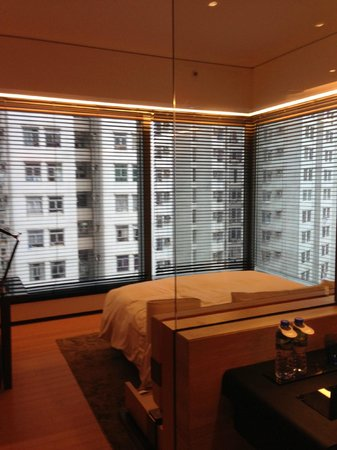 EAST Hong Kong: Urban Corner Room on 7th floor