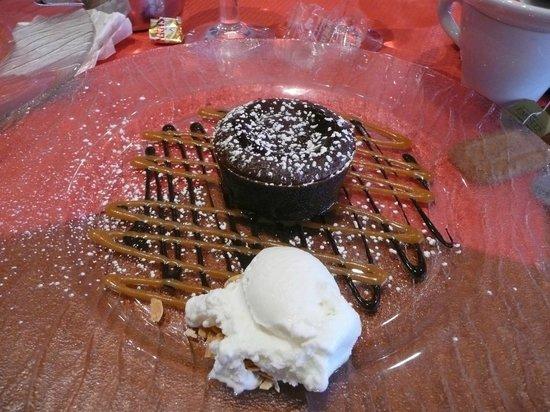 Chez Victor : le gateau chocolat coulant au caramel beurre salé et glace fleur de lait