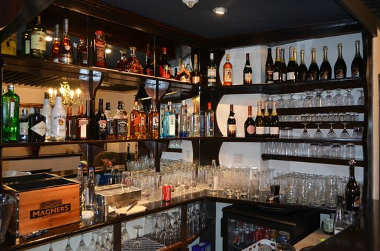 Bollywood Bytes Restaurant: Behind the Bar