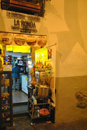 Community Hostel: food tour with Ovi! La Ronda