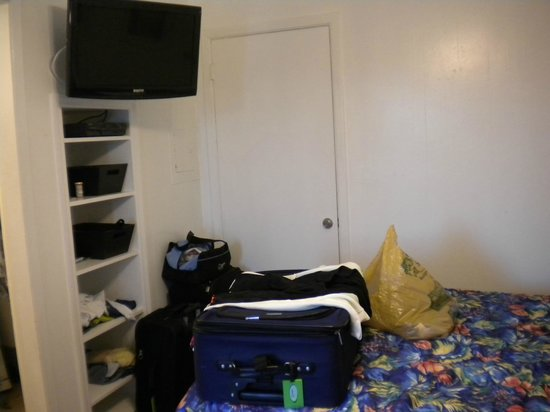 Dolphin Inn : Room 1A- lower level bayside-shelves for clothes/storage