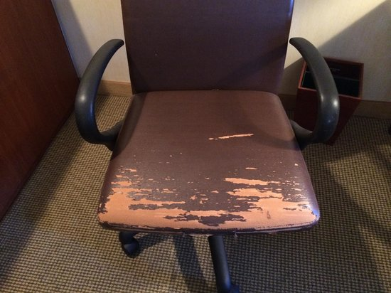 Homewood Suites by Hilton Indianapolis Carmel: Chair at the desk in the room