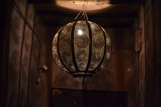 Zamzam Riad : Front door at night