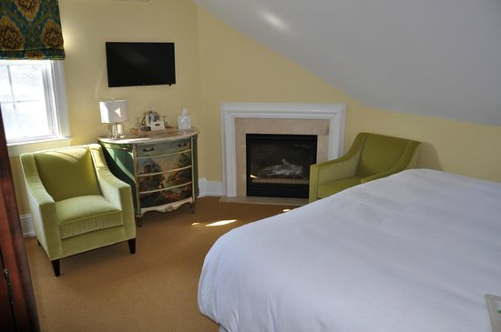 The Peter Shields Inn: Room Number Eight
