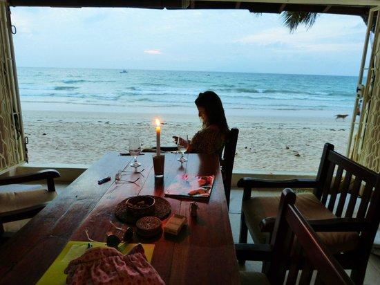 Clef des Iles: Vue du salon, donnant directement sur la plage