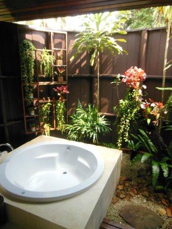 Shantaa Koh Kood : The outside bathroom