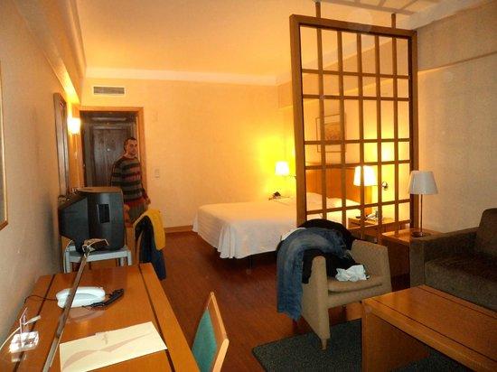 Hotel Roma: Habitación espaciosa