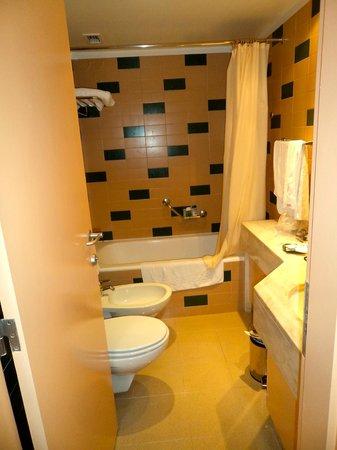 Hotel Roma: baño completo