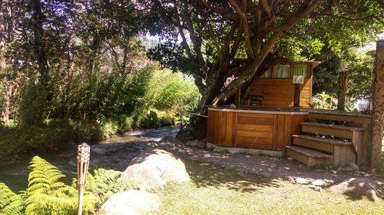 Hostal Refugio del Rio: sauna and treehouse