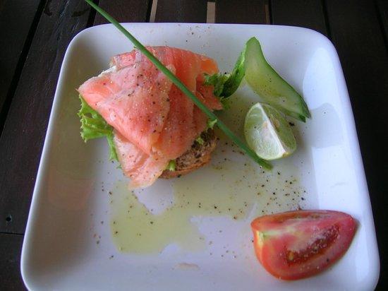 Noon Sunset View Point Restaurant : Lachs mit Frischkäse (für uns ohne scharfen Wasabi)