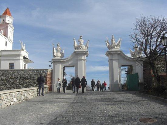 El Castillo de Bratislava(Hrad): Restored eastern gate