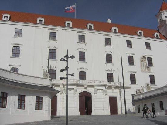 El Castillo de Bratislava(Hrad): inner courtyard