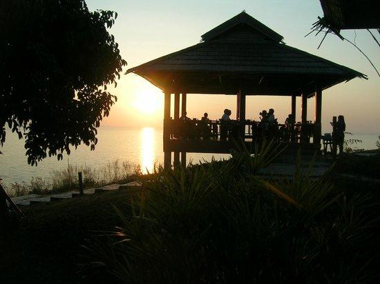 Noon Sunset View Point Restaurant : so sitzt man beim Sonnenuntergang