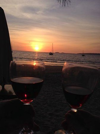 Figaro: Cheers from the beaches of La Manzanilla