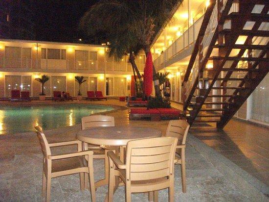 La belle piscine, Decameron Los Delfines