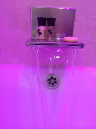 The Crown Spa Hotel: bathroom 2