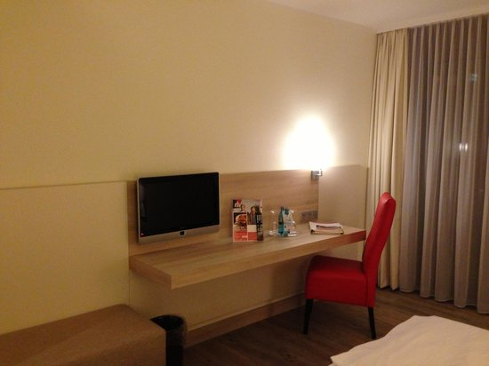 RAMADA Hotel Bad Soden: Desk