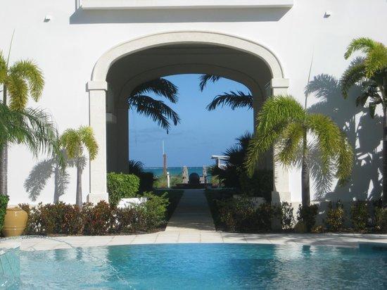 West Bay Club : Pool View