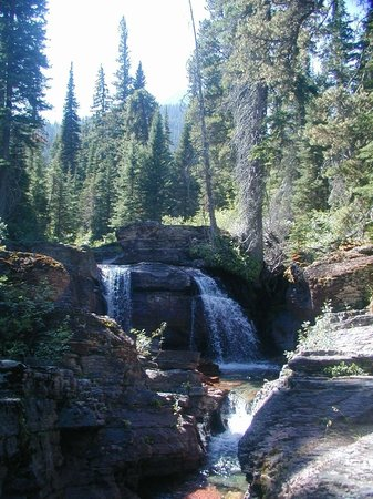 Lakeside Motel & Resort: Water Falls at Ross Creek Cedars!