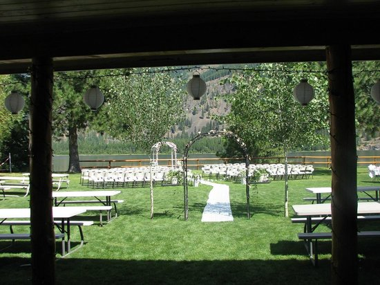 Lakeside Motel & Resort: Plan a wedding! At Lakeside Resort in Trout Creek!