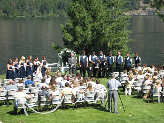 Lakeside Motel & Resort: Wedding along the Lake  in Trout Creek!