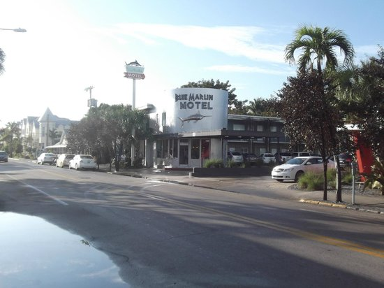 Blue Marlin Motel : The Blue Marlin from the street